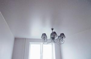 цена на натяжные сатиновые потолки