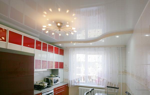 натяжные потолки на кухне минск