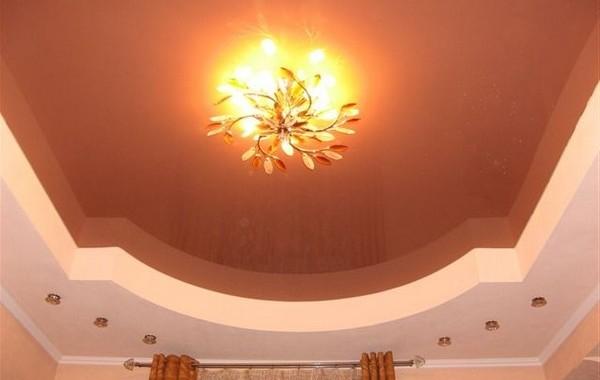 фото натяжных потолков в зале